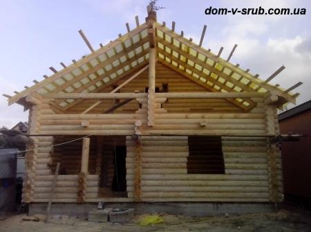 Log buildings under construction_106