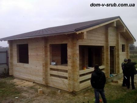 Log buildings under construction_107