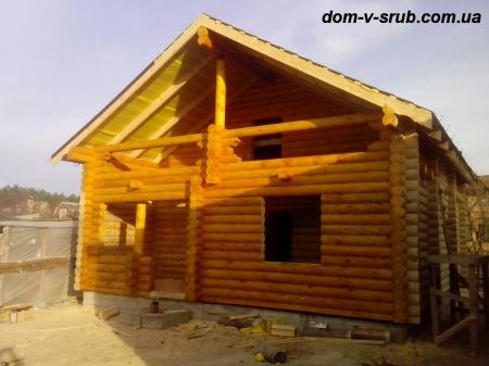 Log buildings under construction_108