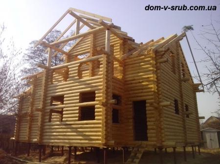 Log buildings under construction_110