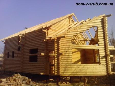 Log buildings under construction_111